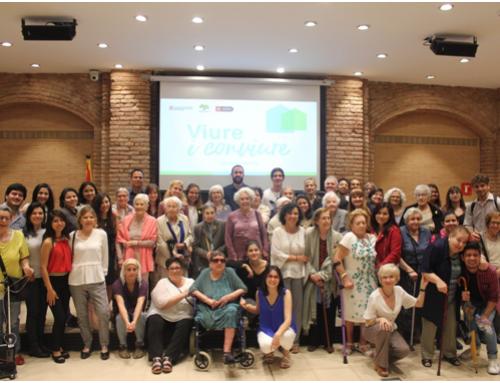 Las 71 parejas de jóvenes y mayores del Programa Vive y Convive celebran el acto de clausura del curso 2017-2018