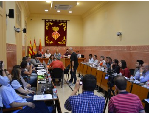 """Alumnes i gent gran de Rubí intercanvien coneixements en el marc del programa """"Memòria viva"""""""