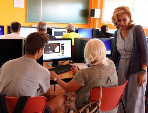 Adolescents de Viladecavalls ajuden a persones grans del municipi a perdre la por envers les noves tecnologies