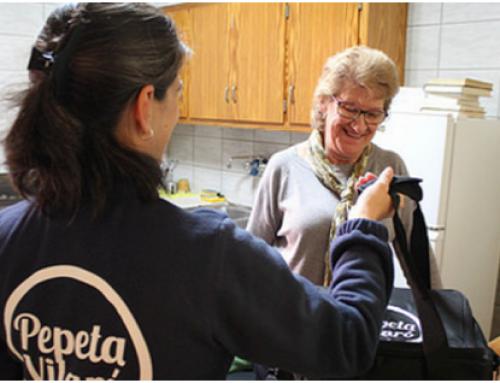 Una empresa osonenca sirve menús calientes a domicilio para personas mayores con dificultades de movilidad