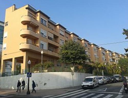 Vecinos de la Casa Bloc de Tarragona quieren un ascensor para que las personas mayores puedan salir de casa.