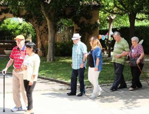 Amics de la Gent Gran se lleva de vacaciones a 100 ancianos que viven solos