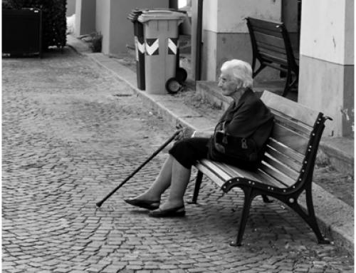Sis de cada deu dones majors de 75 anys pateix solitud