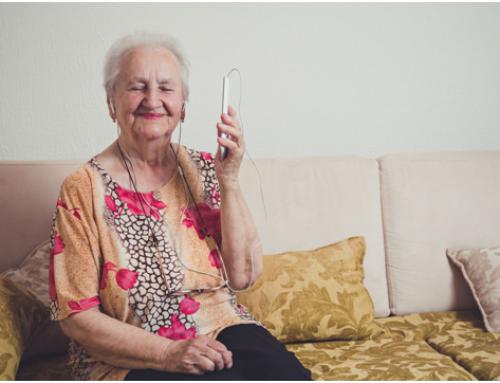 Un 15% dels més grans de 65 anys passa més d'un dia sense sortir de casa